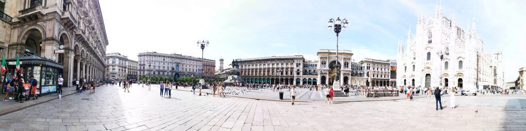 Panorámica de la Plaza del Duomo de Milán
